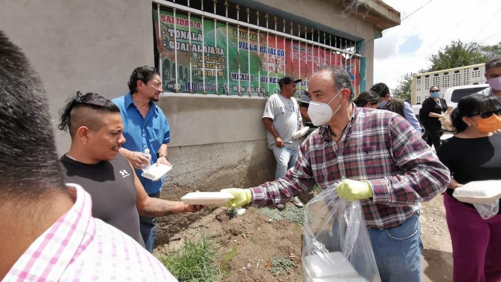 Entrega Canirac alimentos a familias en albergues