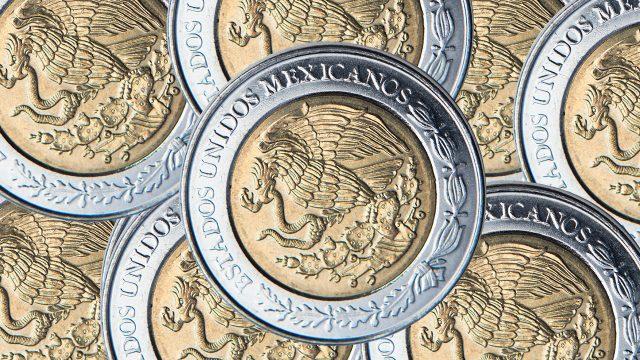 Peso pierde 4 centavos; cotiza en 20.06 por dólar